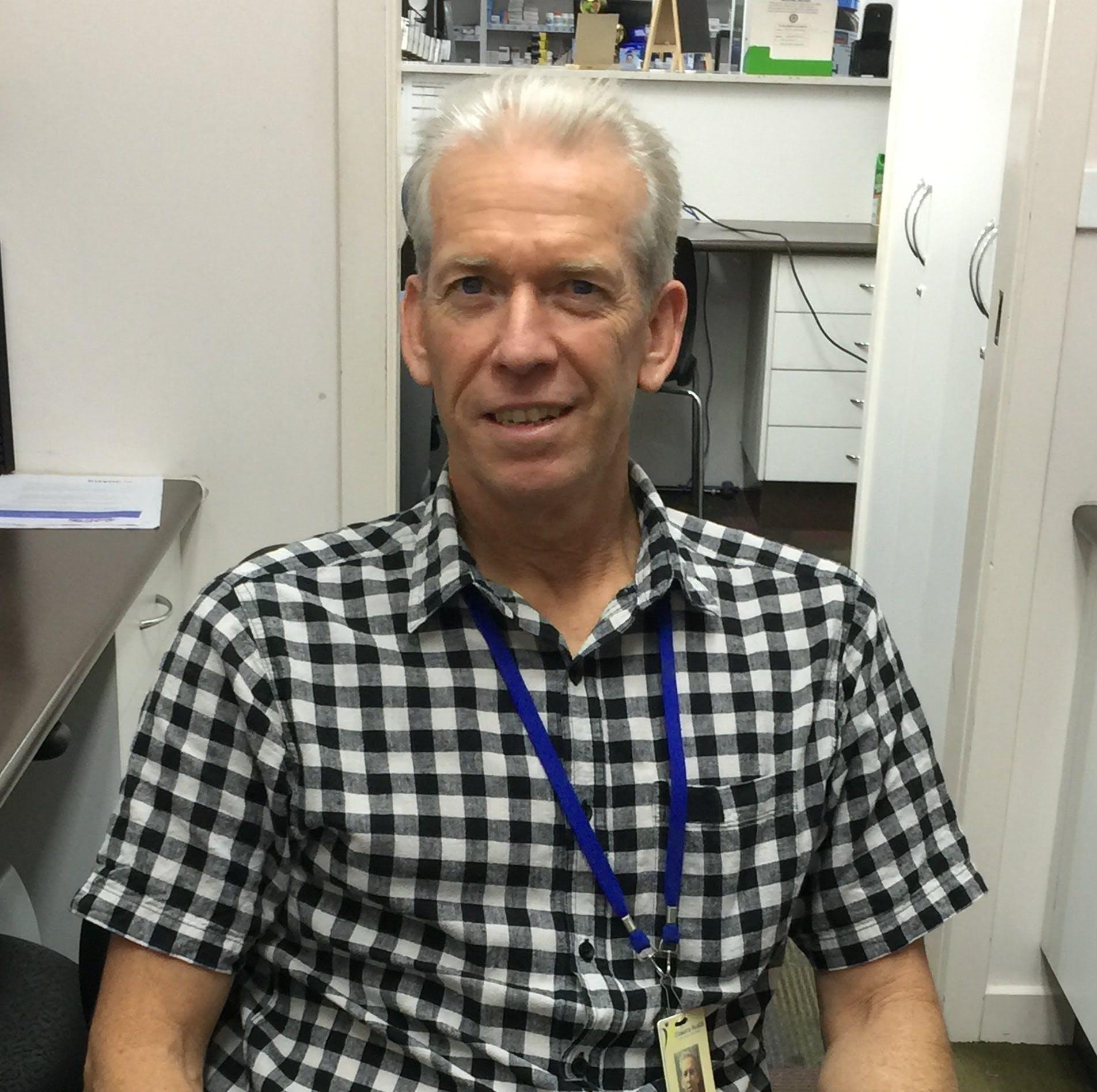 Photo of Dr Simon Marlton