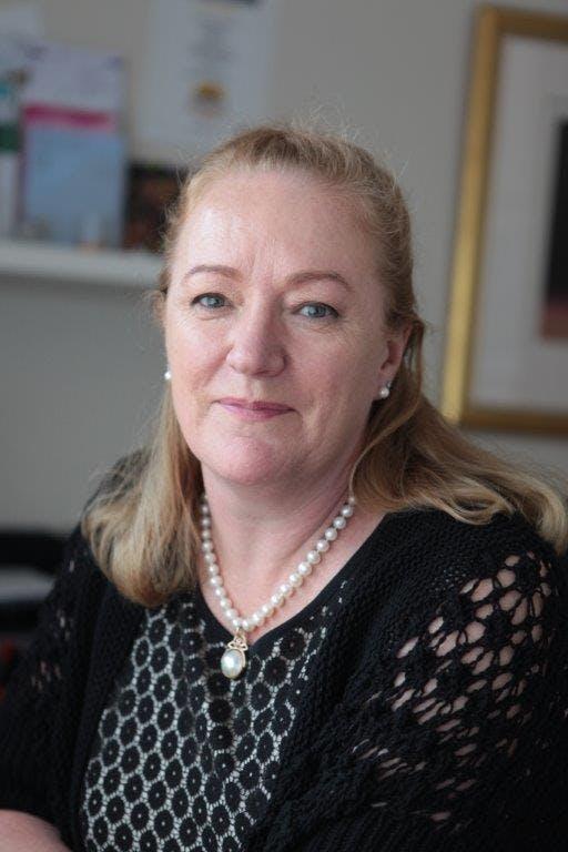 Photo of Dr Elizabeth Miller
