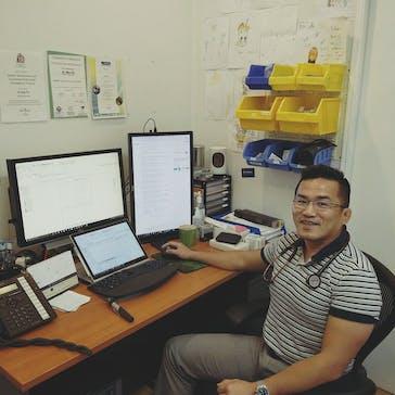 Dr Max Po Photo