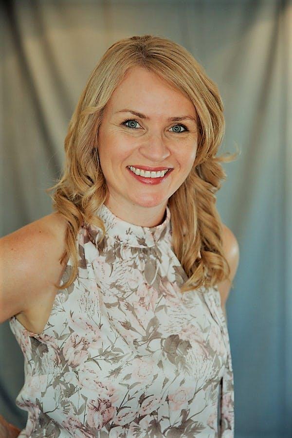 Photo of Dr Amanda Mullin