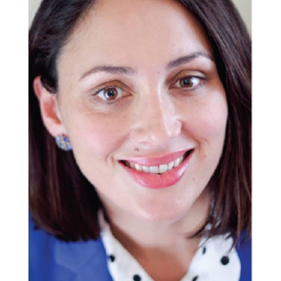 Photo of Dr Caroline De Barros