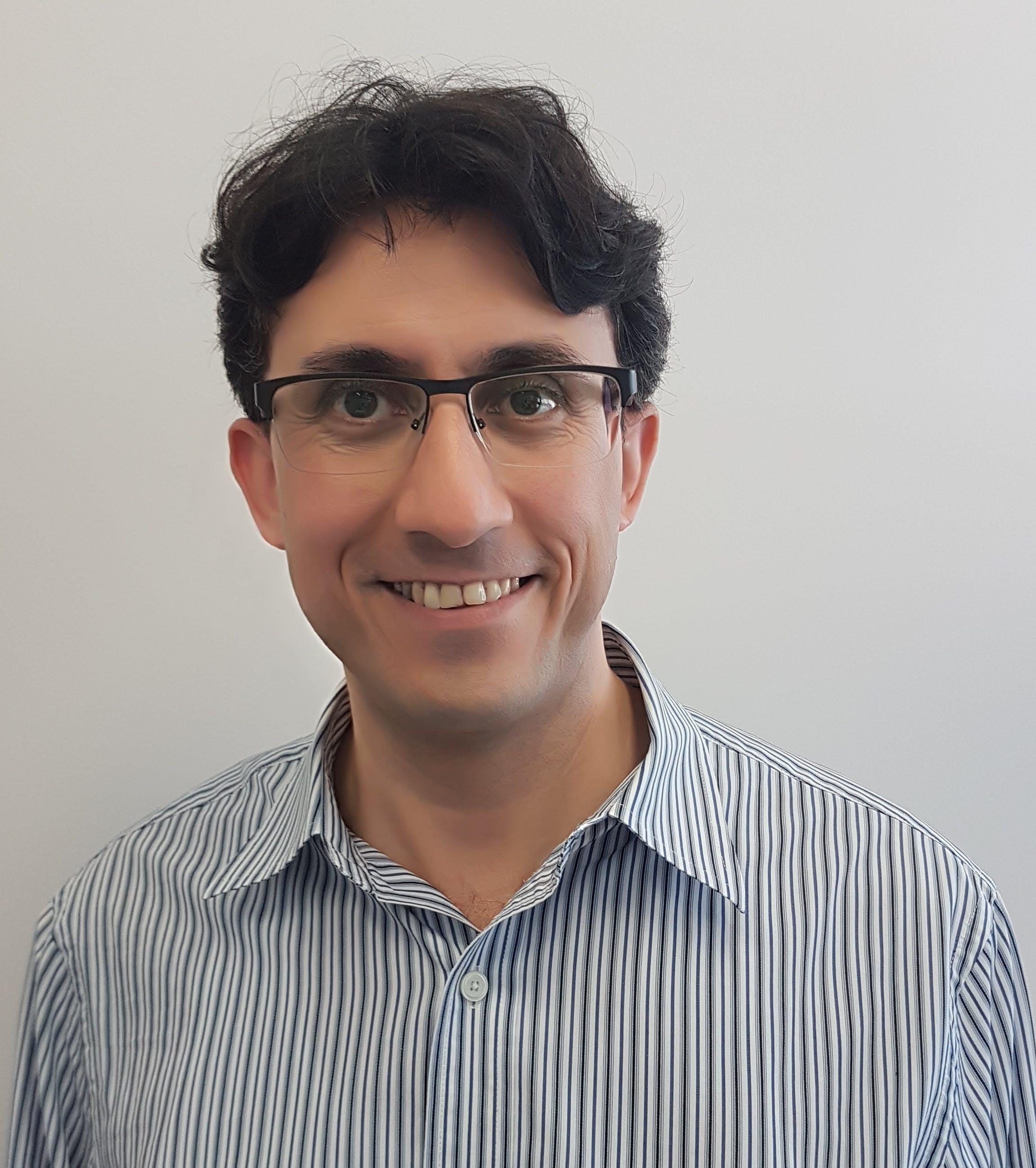 Photo of Dr Afshin Tayeba