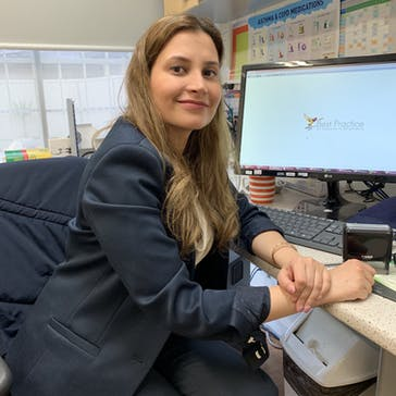 Dr Ayda  Kashani Photo