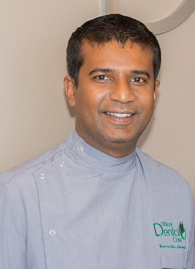 Photo of Dr Dumi Medagoda