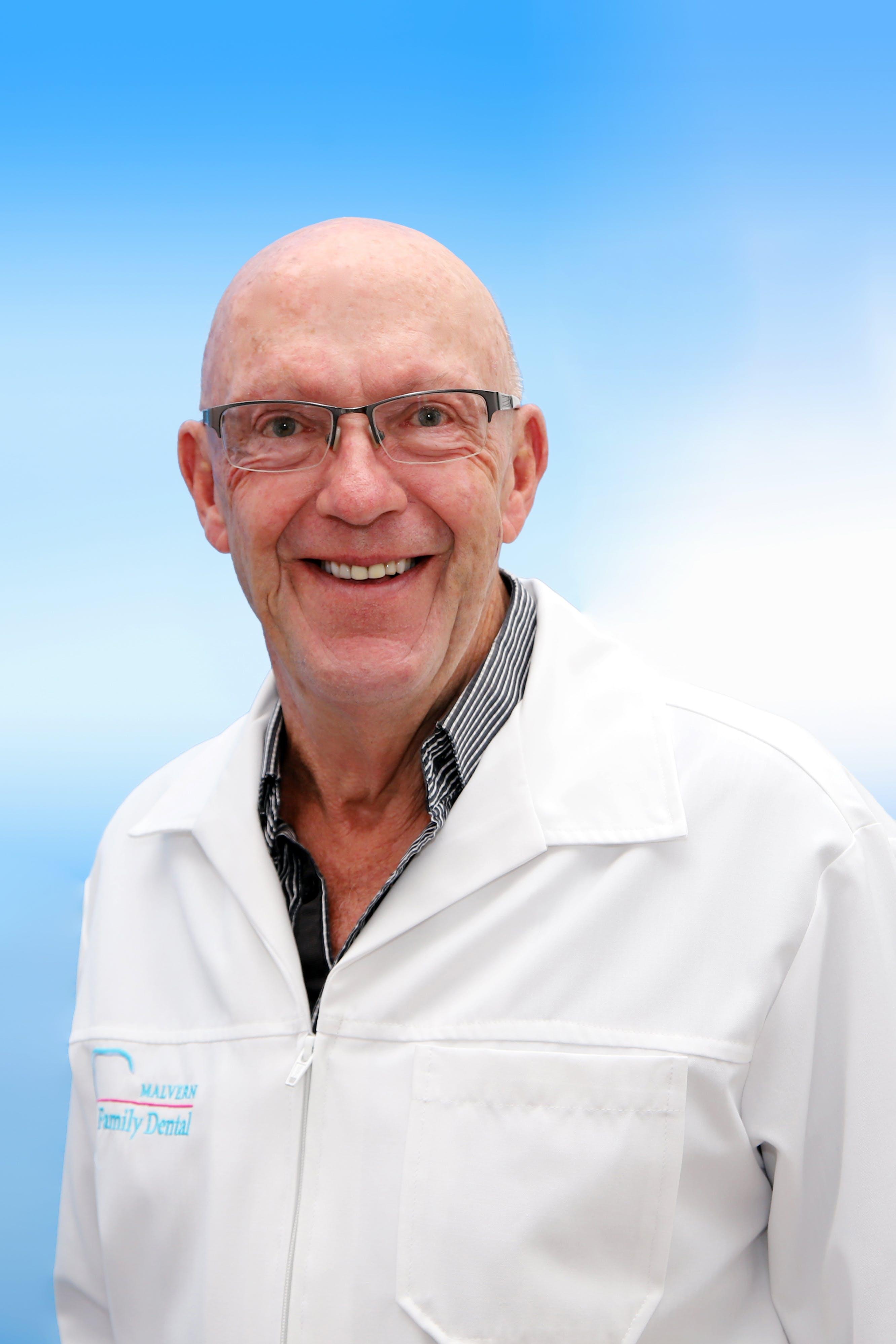 Photo of Dr Stewart  Macdonald