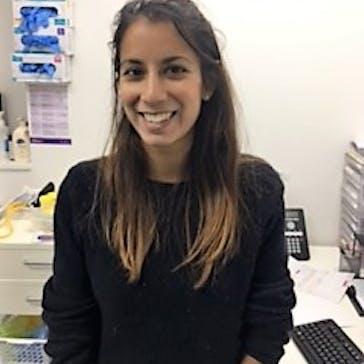 Dr Lara  De Souza Photo