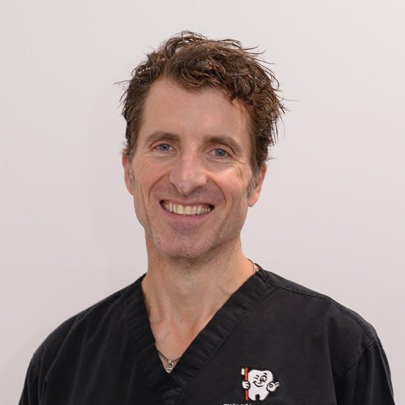 Photo of Dr Con Lakoumentas