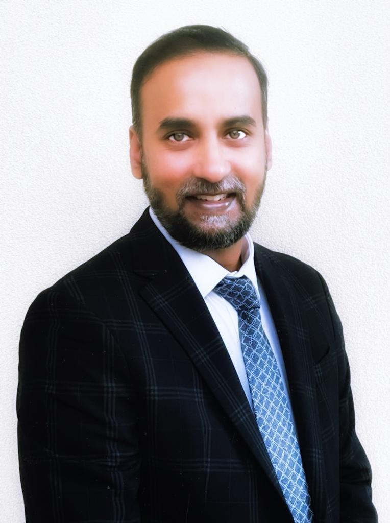 Photo of Dr Praveen Athota
